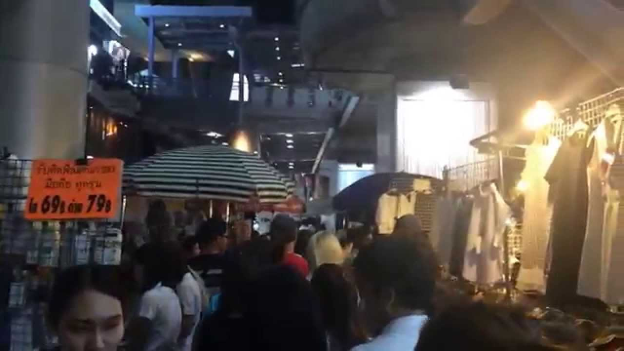 มีแต่คนหน้าตาดีเดิน! ตลาดนัดกลางคืนสยามสแควร์ Siam Square Night Market