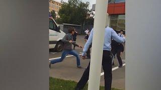 Агрессивный Мужчина с Ножом. Столкновение  с Полицейскими в Москве