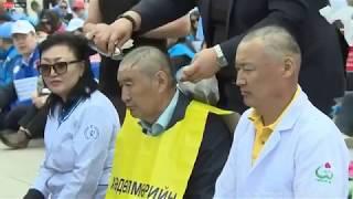 Монгольские врачи бреют головы в знак протеста против низких зарплат
