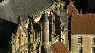 سحر العمارة القوطية في كاتيدرائيات بيكاردي