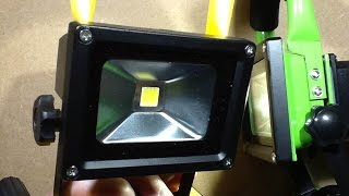 Inside another ebay rechargeable LED work light.(, 2015-10-18T21:47:32.000Z)