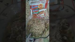 IndoMei (Instant Noodles) with mushroom and green peas