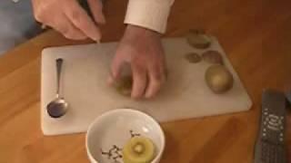 キウイの皮のきれいな剥き方 thumbnail
