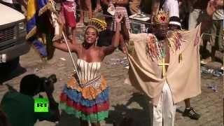 В Бразилии стартовал карнавал (ВИДЕО)(Церемония открытия ежегодного Бразильского карнавала началась с вручения мэром Рио-де-Жанейро ключей..., 2013-02-09T08:09:05.000Z)