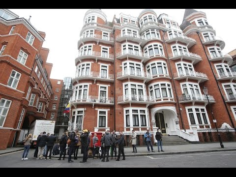 Live from outside the Ecuadorian embassy