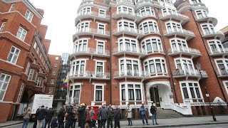 Live from outside the Ecuadorian embassy thumbnail