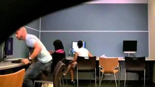 ضراط في المكتبة
