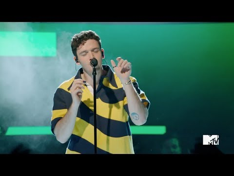 Lauv – I Like Me Better [Special Performance at the 2018 VMAs]