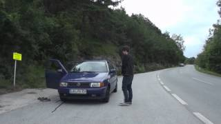 Betrunkener Zirkusdirektor pinkelt überhitzes Auto an !