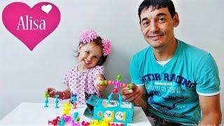Алиса и папа тестируют новый КОНСТРУКТОР ПРИСОСКИ Детский канал Little baby Алиса