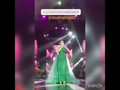 Cantiknya ayu tingting memakai gaun warna hijau