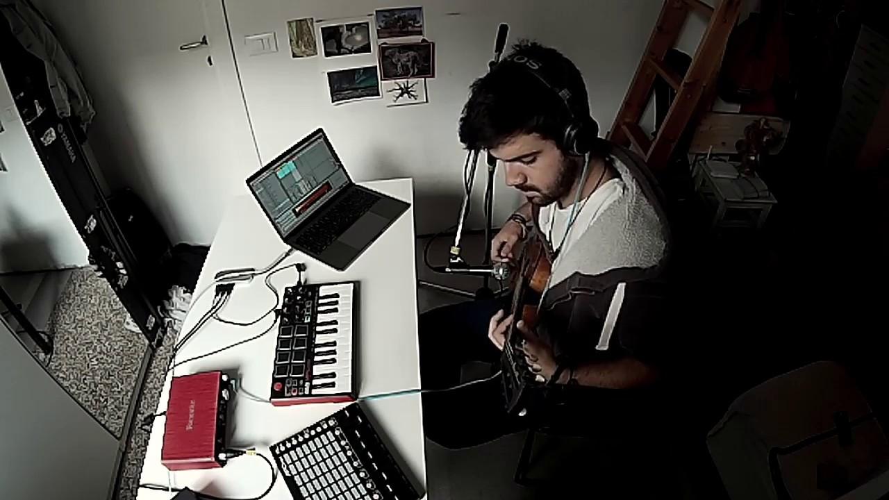 ableton live loop guitar akai apc mini mpk mini focusrite scarlett 2i4 youtube. Black Bedroom Furniture Sets. Home Design Ideas