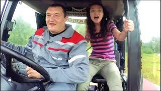 Александру Говорченко пригласили погонять на тракторе