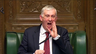 Так поют в британском парламенте. Вице-спикер нервничает