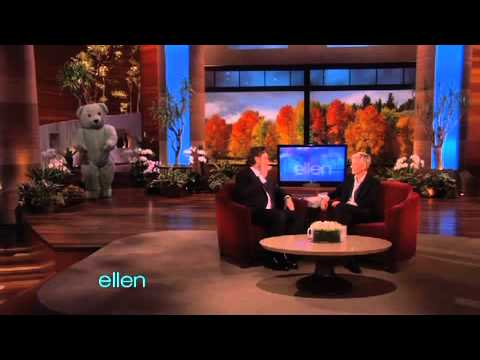 Ellen Attempts to Scare Russell Crowe