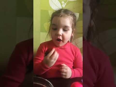 #Дети Как надо делить последнюю ягоду!