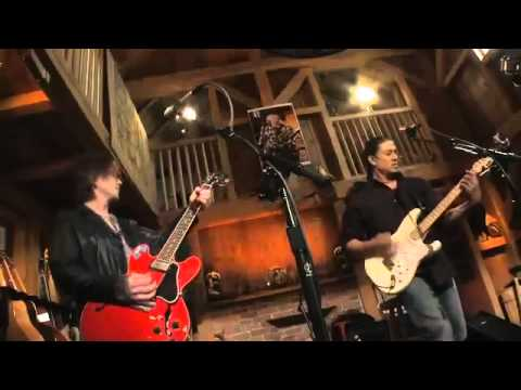 John Rzeznik and Daryl Hall - Home (Live From Daryl's House).mp4
