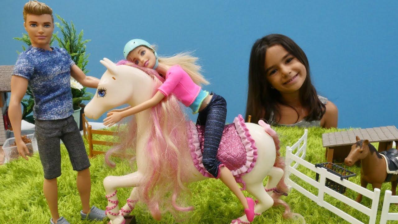 Barbie at çiftliğine gidiyor. Çizgi film oyuncakları
