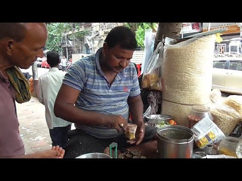 Middle Age Indian Man Selling Masala Muri ( Spicy Puffed Rice ) @ 10 rs | Kolkata Street Food