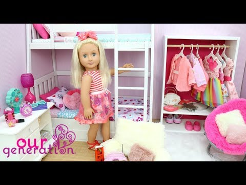 BUNK BED BEDROOM WITH PINK DECORATIONS