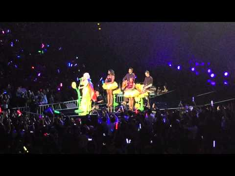 Katy Perry&39;s speech before performing Unconditionally wearing Taiwan&39;s national flag as a cape