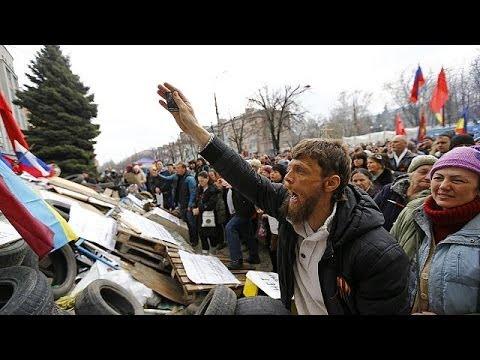 Ukraine: pro-Russian forces storm Luhansk governor headquarters
