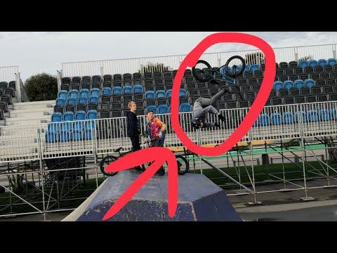 Научил друга делать сальто на BMX   крытый скейт парк в Сочи!