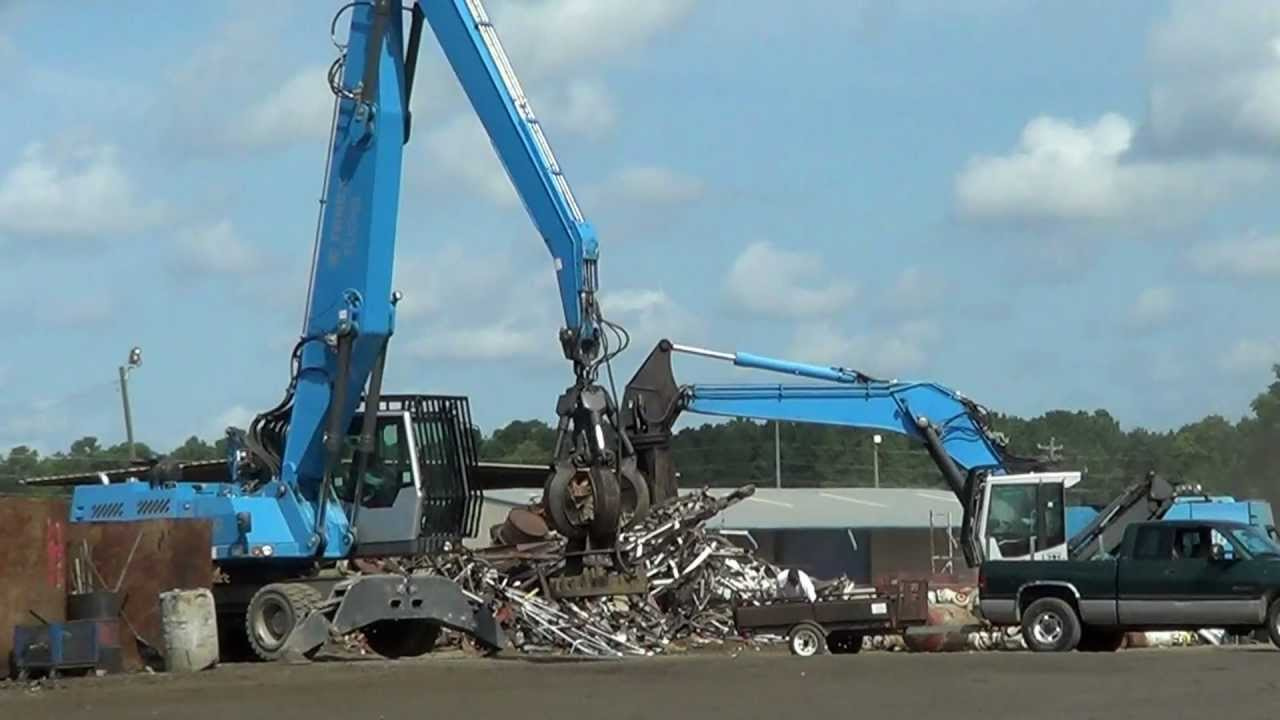 Sunshine Recycling - Terex Fuchs with magnet removes Scrap for Customer
