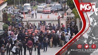 TERKINI : Keadaan Kecoh dan Tegang Antara Penyokong Najib dan Polis