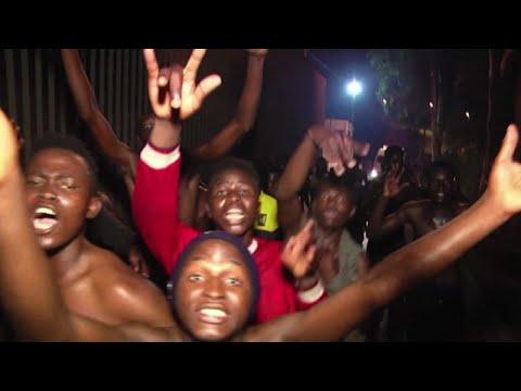 Passano la frontiera a Ceuta, le grida di gioia dei migranti