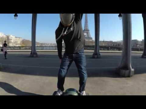 ONEWHEEL IN PARIS AT INCEPTION BRIDGE ON SUCH A WINTER DAY.