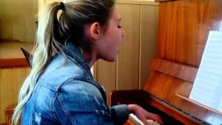 «Прекрасное далёко» — песня композитора Евгения Крылатова на стихи поэта Юрия Энтина.