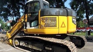 Komatsu PC228 Excavator Loading Fuso Dump Truck Installing Box Culvert