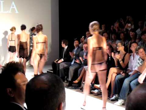 Mastercard Luxury Fashion Week 2009 -La Perla Fashion Show