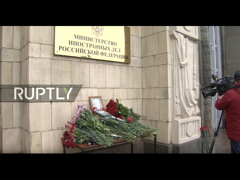 LIVE: Muscovites pay homage to Vitali Churkin outside Foreign Ministry