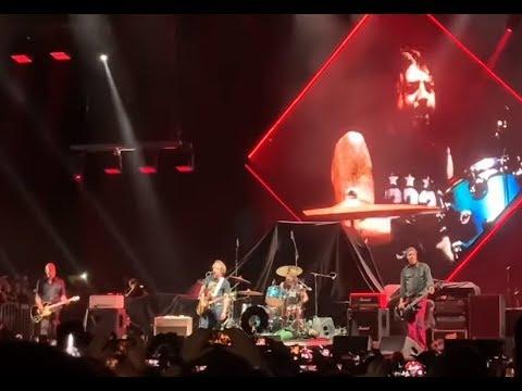 Surviving members of NIRVANA reunite and play 6 songs at Cal Jam Festival