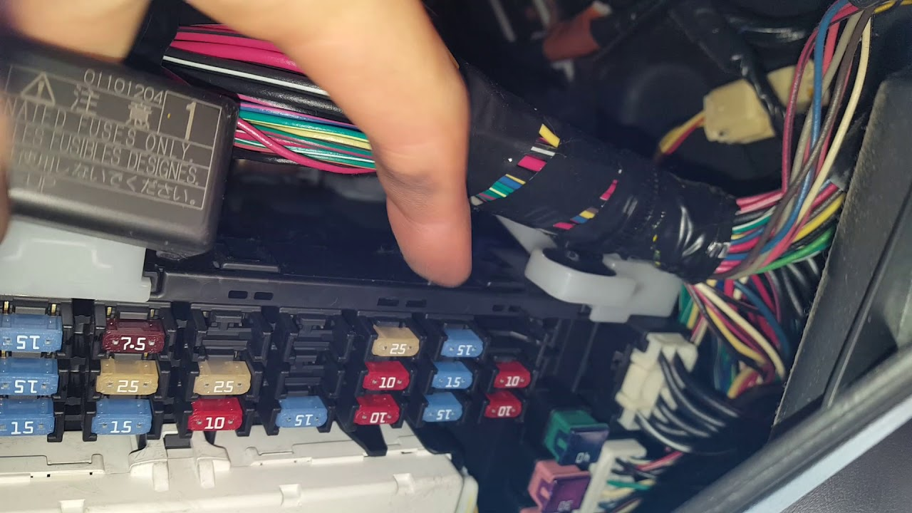 small resolution of toyota matrix ac fuse and relay location