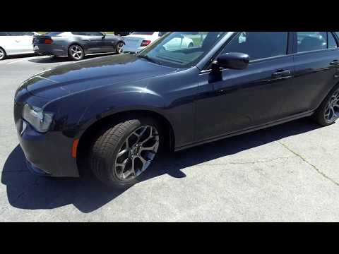 Walkaround review of 2018 Chrysler 300 R04036