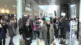 The Korean Boy band Big Bang arrived at JFK airport with plenty of fans waiting on them , they smiled at the fans and one member took gifts from fans before ...