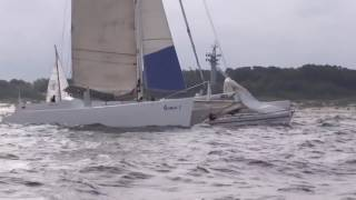 Catamaran and sailing yacht crossing — a broken mast as a result.