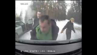 Autovadītājs bez tiesībām un, iespējams, reibuma stāvoklī mūk no policijas
