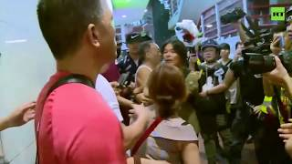 Anti-govt protesters fight with Beijing supporters in Hong Kong streets