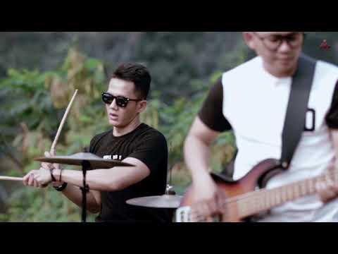 Dadali - Lihat Ku Disini (Official Video)