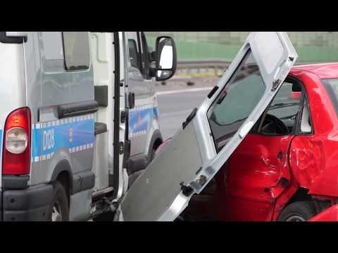 Audi staranowało busa i radiowóz na drodze ekspresowej S12/17 Lublin - Warszawa