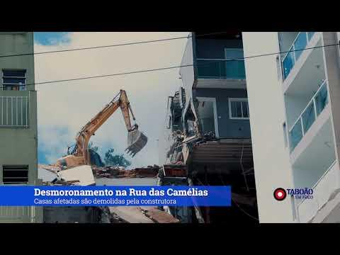 Casas afetadas por deslizamento de terra são demolidas em Taboão da Serra