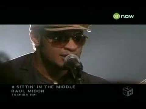 Raul Midon - Sittin' In The Middle (Live Show)