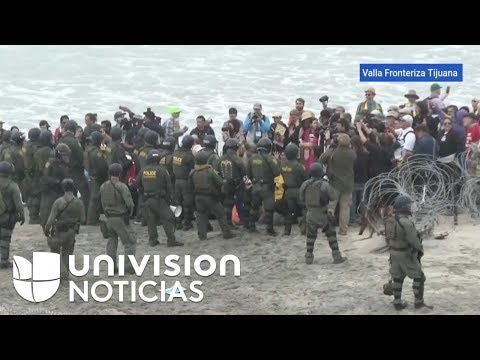 Activistas protestas en la frontera