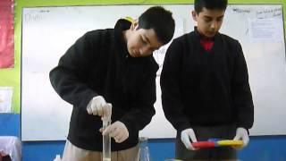 Reacción química con permanganato de potasio y agua oxigenada