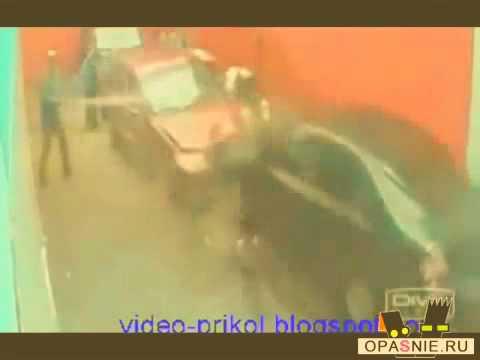 Копия видео Баба за рулём! Девушка за рулём! Приколы!