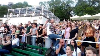 Смотреть видео 25/17 - Она не такая, как все /Зеленый театр/ Москва / 11.06.2019 онлайн